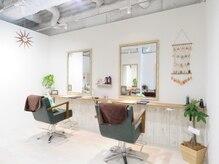 ヘアーリゾート モアナ(hair Resort moana)の雰囲気(ホワイトウッドを基調とした空間でゆっくりリラックス出来ます♪)