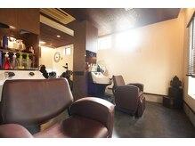 パンドーラ美容室 寿町店(PANDOLA)の雰囲気(大きな窓のあるシャンプー台)