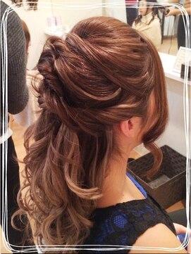 結婚式の髪型 ハーフアップ ねじりハーフアップ