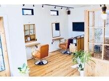 コカミ(cocami)の雰囲気(店内も白と木目のナチュラルな空間でゆったり施術を。)