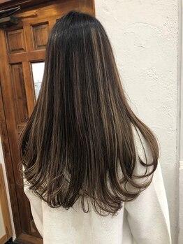 ナチュラルスタンダード(NATURAL STANDARD)の写真/【根元の白髪染め+ハイライト】で立体感のあるカラーに♪白髪染めもおしゃれに楽しみたい方へ◎