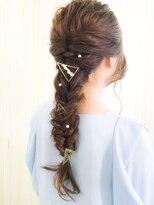 ヘアセットアンドメイクアップ シュシュ(Hair set&Make up chouchou)【L&c collection5】編みおろし三角アクセサリーを添えて