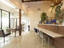 トップス ビューティー サロン(TOP'S beauty salon)の雰囲気(緑溢れる開放的なフロア。)