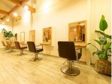 コルヘアー(Cor hair)の雰囲気(店内はウッドベースで温かみのある作り。)