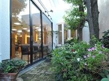 美容室サルビア南町店の雰囲気(1年中手入れの行き届いた中庭も人気☆彡)