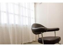 ヘア サロン イチャリ(hair salon ICHARI)の雰囲気(個室の二人席もあるのでお連れ様やお子様連れもお気軽にどうぞ。)