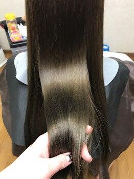 ビューティー サロン フェリーチェ(Beauty salon Felice)の写真/【うる艶非常識ストレート☆】カラートリートメントとプラスすることで、髪の質感&ツヤ感がUPし美髪に…♪