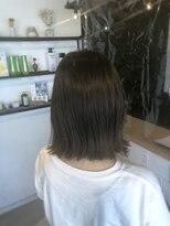 アミィヘアー(Ami Hair)切りっぱなしボブ×グリーンアッシュカラー