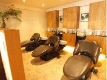ヘアーサロンアンドビューティー ロア(Hair salon&Beauty LOA)の雰囲気(フルフラットのシャンプー台でリラックス…♪)