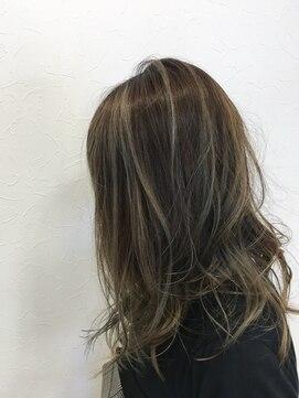 アッシュ アーティスティック スタジオ オブ ヘア(Ash artistic studio of hair)バレイヤージュ×グレー