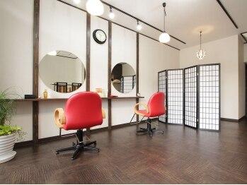 タムロ美容室(TAMURO)の写真/扉を開けるとそこには懐かしの空間が・・大型店が苦手な方もゆったりくつろいで楽しくキレイになりましょ☆