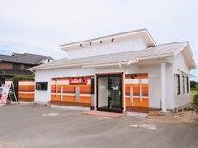 キュア(CURE)の雰囲気(9月29日NEW OPEN。赤い看板と白い建物が目印♪)