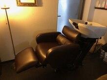 アンティーク家具で揃えたこだわり空間が広がる。癒しの空間と技術でリラックス、髪、ココロ、微笑む