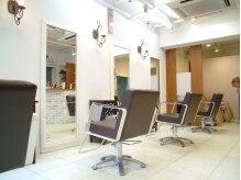 ヘアスタジオレスト(Hair Studio rest)の雰囲気(白を基調としたナチュラルベースな店内です。)