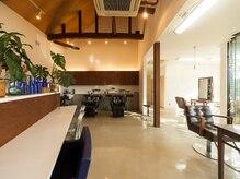 トップス ビューティー サロン(TOP'S beauty salon)の雰囲気(中庭のある明るい空間)
