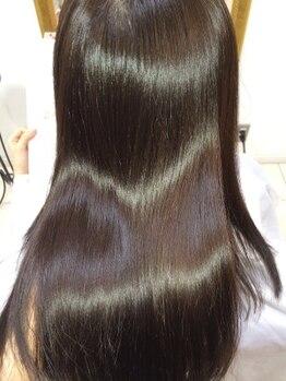 フォルテレイ 青山(FORTE Lei)の写真/かければかけるほど綺麗になる自社開発の髪質改善【プラチナトリートメント】と融合した縮毛矯正!