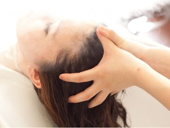 ヴァン カウンシル 八尾店(Van Council)の写真/【4周年記念☆極上リラクゼーションと美髪】最高級Aujuaヘッドスパで頭皮も髪も癒される極上のケアを…♪