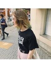 ジェム(gem by BUDDY HAIR)ベージュ × グリーン