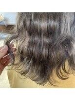 ヘアーアイストゥーレ(HAIR ICI TRE)ベージュカラー オリーブカラー