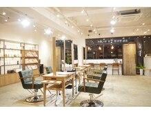 アドア(adore)の雰囲気(◆木の温もりが心地いい広々とした店内で癒しの時間を提供します)