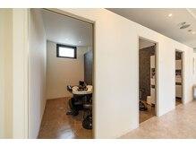【贅沢空間】 すべて完全個室のシャンプーブース