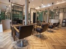 オーブ ヘアー サフィール 春日部店(AUBE HAIR saphir)の雰囲気(開放感のある明るい店内で、くつろぎの時間をお過ごしください。)