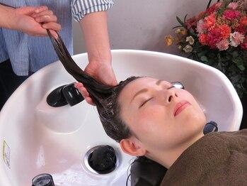 ヘアーヒーリングサロン アズ ラグジュアリー(hair healing salon az luxury)の写真/【インドのリマサリスパ×ヨーロッパのクリームバス】初めての方もリラックスできるマッサージが人気です☆