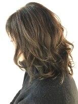 リアン ヘアー(Lien hair)明るいグレーカラー