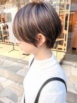 キアラ(Kchiara)白髪馴染むハイライトショートkchiara福岡天神川野直人
