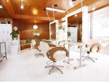 リサ美容室(LISA)の雰囲気(♪落ち着いた店内は明るく落ち着いた雰囲気でカット2160円)