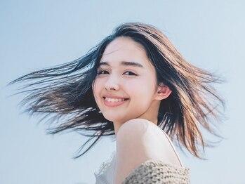 ユーレルム(U-REALM)の写真/U-REALMオリジナル『美髪ストレート』で柔らかくしなやかな髪に。まるで地毛の様な自然なストレートが実現!