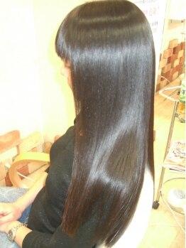 アールイーハイフン(r e hyphen)の写真/頑固なくせ毛もお任せ☆憧れのストレートだけでなく、髪の潤いやまとまりにも感動!!今までの悩みを改善♪