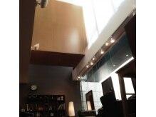 ヘアールーム グリン(Hair room GRin)の雰囲気(空が見える解放感のある天井もオススメです☆)