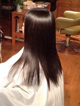 ブブグラスヘアーの写真/【電子トリートメントストレート(カット込)¥21600~】気になるクセやうねりを解消し、自然なさら艶髪に☆