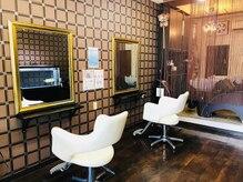 ヘアースタジオ アール(HAIR STUDIO R)の雰囲気(施術スペースも木目調でリラックス効果あり。)