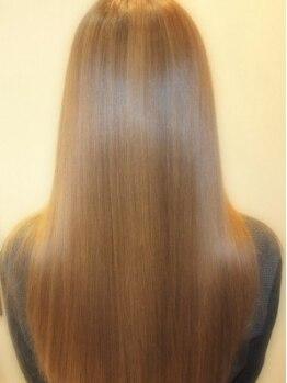 アメイジング(AmaZing)の写真/まとまりのある憧れのサラツヤストレートで、好感度アップ!思わず2度見したくなるような輝く髪を☆