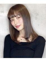 アフィーロ(Achfilo)内田理央様のシースルーバングの大人女子はツヤ髪で勝負