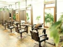 美容室 フラワー 平井店(flower)の雰囲気(広々とした空間での施術。隣の席との間隔も気にならない【平井】)