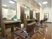 ラポールヘア ウィラ 大井店の雰囲気(大きい鏡のカットスペース♪)
