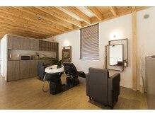 アンジェリカガーデン (angelica GARDEN)の雰囲気(2階はウッド調半個室(プラーベートスペース)になっております)