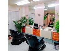 ヘアーサロン ヨコヤマ(HAIR SALON)の雰囲気(グリーン溢れる店内でおくつろぎください。)