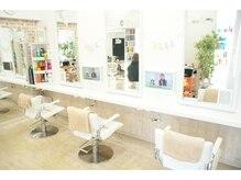 『お友達の家感覚』の美容室【Days】 (^^♪ たくさんのDVDや雑誌を見ながらゆっくり過ごせる(^^♪