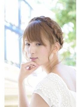 結婚式の髪型 ヘアアレンジ カチューシャ風サイド編み込み