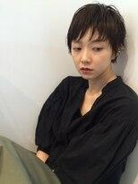 シー(she.)she.のオトナ女子ツヤショートスタイル