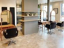 オーブ ヘアー クロイ 盛岡3号店(AUBE HAIR cloy)の雰囲気(開放感のある明るい店内で、くつろぎの時間をお過ごしください。)