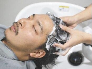 ピース(Peace)の写真/20代からの頭皮ケアで、さらに男の魅力アップ!スパで頭皮の汚れをスッキリさせ髪がふんわり立ち上がる。