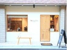 トコヤサン(TokoyaSun)の雰囲気(白い壁のかわいい外観がお店の目印です♪)