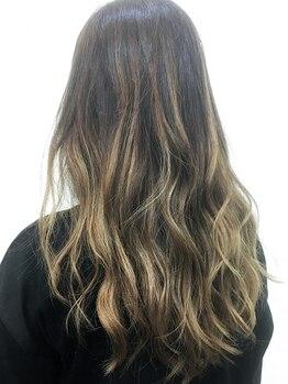 ヘアジーナ(Hair Jina)の写真/高発色≪クワトロフォンデュカラー≫で思い通りの髪色に♪グラデカラーなど個性派カラーもお任せください☆