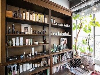 アレッタ(ALETTA)の写真/店内のこだわりと同じようにお客様の髪の仕上がりにもこだわります。商品も信頼できる効果があるものだけ。