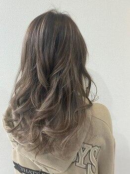 髪こうぼうの写真/流行にとらわれないアナタだけの髪色☆丁寧なカウンセリングでベーシックから特殊カラーまでピッタリ再現♪